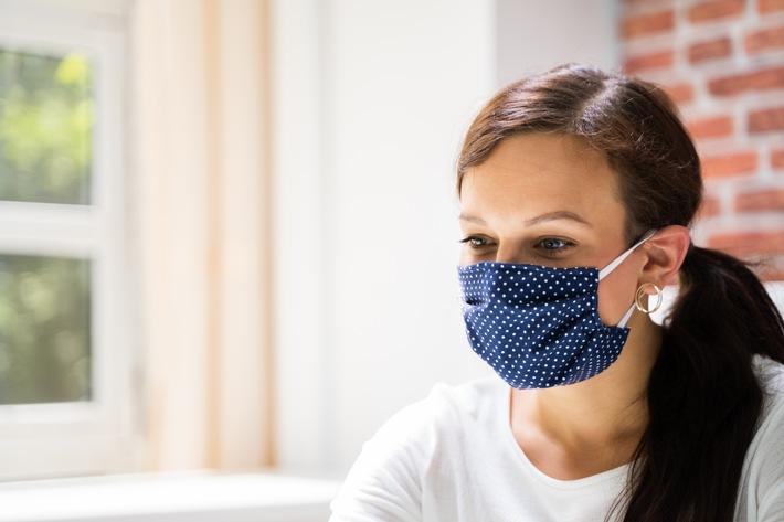 AXA Mental Health Study Frau mit Maske.jpg