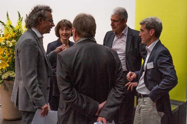 Ja zur Energiestrategie 2050: Coop, Migros, Weleda, Flumroc und Hunziker Partner geben ihr Votum ab