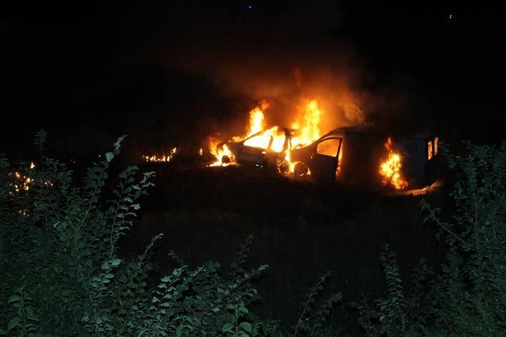 brennende Fahrzeuge