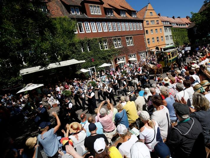 489. Schützenfest: Auftaktwochenende bei bestem Wetter und mit vielen Höhepunkten / 200.000 BesucherInnen beim Schützenausmarsch in Hannover (FOTO)