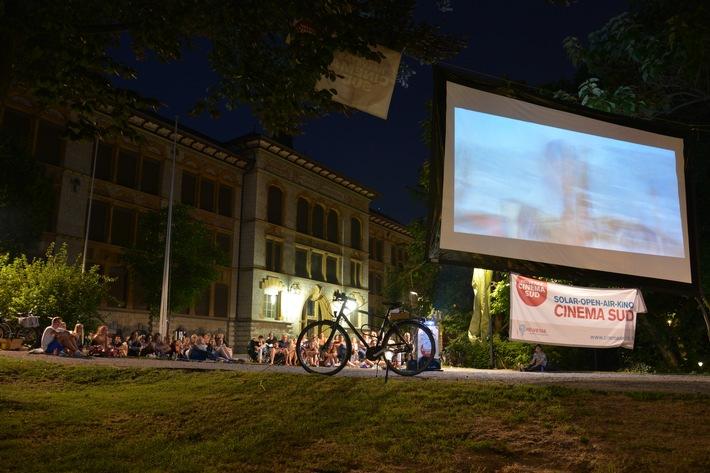 Helvetas mit solarbetriebenem Open-Air-Kino Cinema Sud auf Tournee