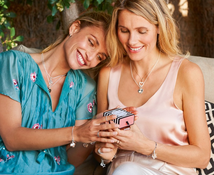 The most beautiful way to say thank you. THOMAS SABO is presenting new sparkling heart Charms for Mother's Day 2018 that emotively symbolise the profound love between mother and child.