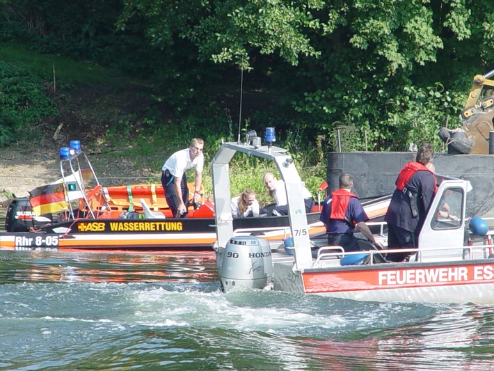 FW-E: Person trieb auf der Ruhr