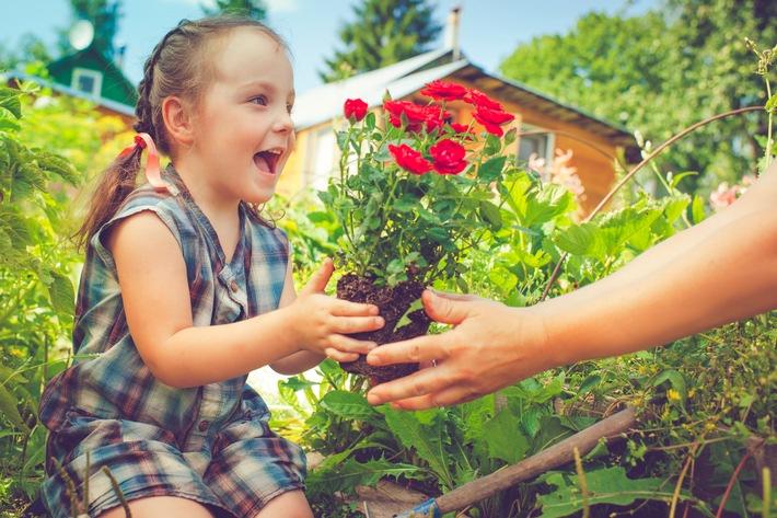 Kind mit Rosen