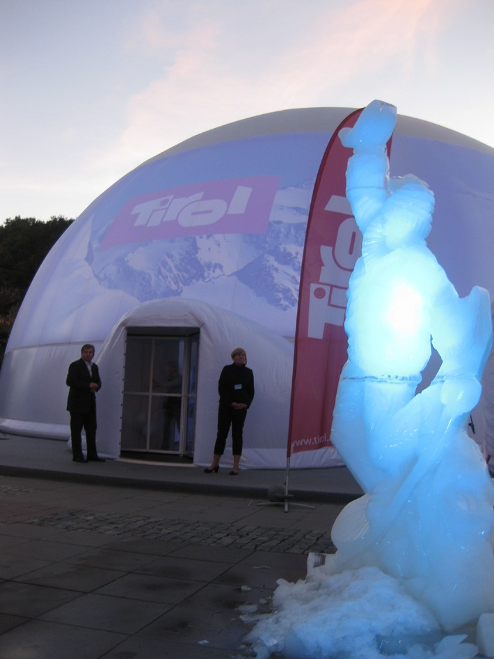 Tirol Werbung startet Bergwinter in Warschau - BILD