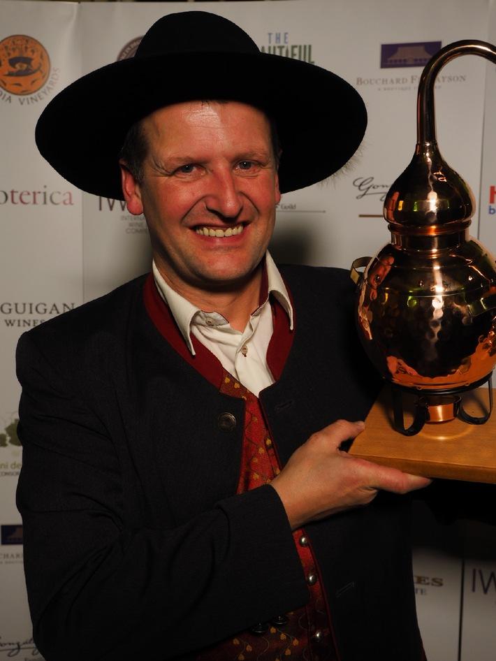 """Georg Hiebl - Weltmeister der Edelbrenner! IWSC London """"Boutique Distiller of the year 2014"""" - BILD"""