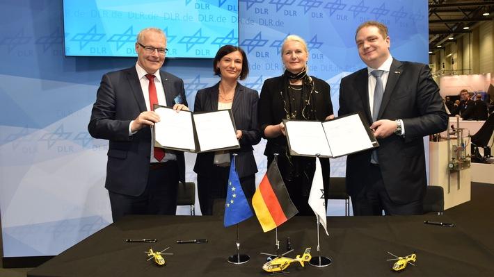 ADAC Stiftung, ADAC Luftrettung und DLR wollen bei Forschung und Entwicklung in der Luftrettung kooperieren / Memorandum of Understanding auf der ILA unterzeichnet