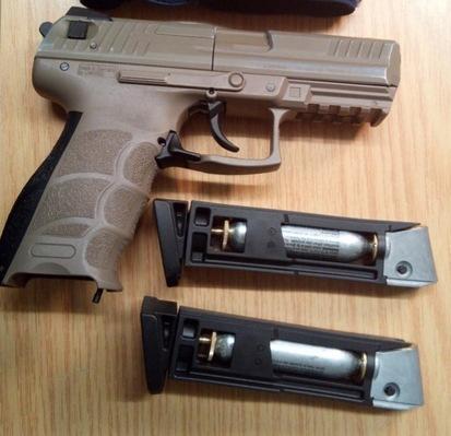 Bundespolizei stellt Waffe sicher. Foto Bundespolizei