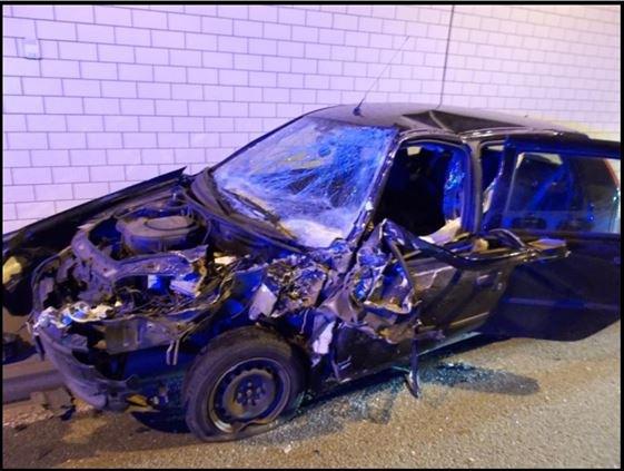 Unfallfahrzeug im Staufertunnel