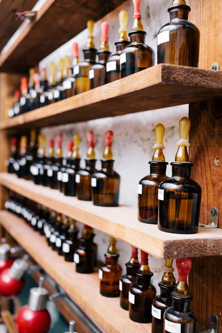 in Eine Duftrarität exklusiv bei PRIMAVERA: 30 Jahre gereiftes Vetiver Bourbon