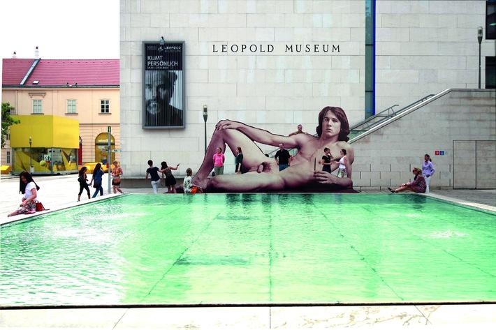 """""""Mr. Big"""" - vor den Toren des Leopold Museums - BILD"""