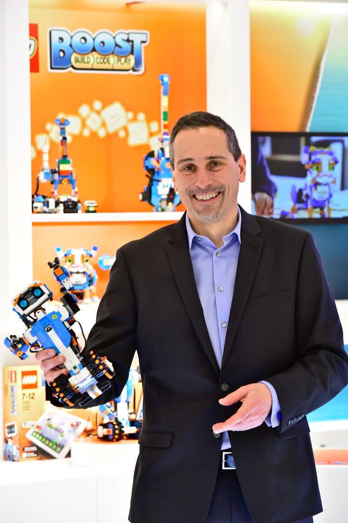 LEGO GmbH zieht positive Bilanz, startet in ein Jahr mit Superhelden und begleitet Kinder weiter in der digitalen Welt
