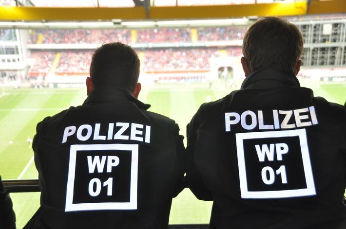Symbolbild, Polizei im Stadion
