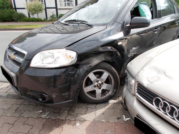 POL-MI: Autofahrerin verletzt sich leicht