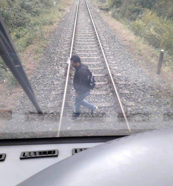 BPOL-KS: Mann auf Gleisen zwingt Regionalbahn zur Schnellbremsung