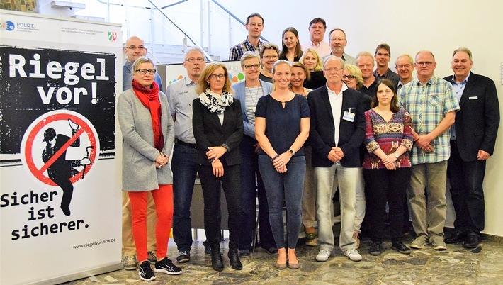 Vertreterinnen und Vertreter von Polizei und Bau-/Bauordnungsämter des Kreises und der Kommunen beim Kooperationsgespräch (Foto: Polizei Viersen /WG)