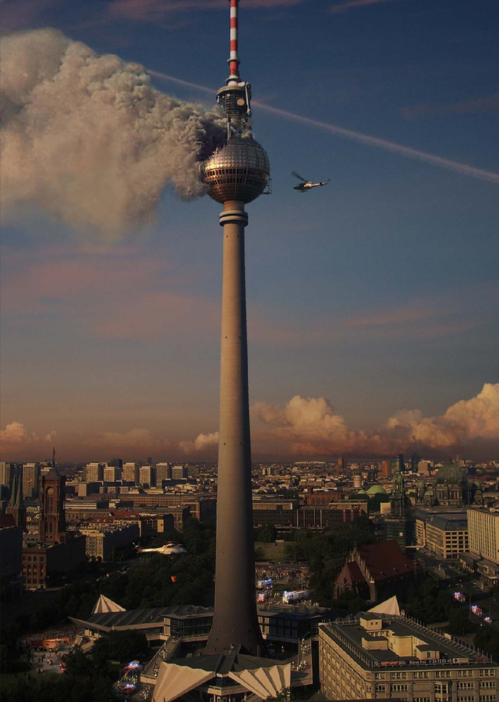 feuer im berliner fernsehturm das inferno flammen ber berlin presseportal. Black Bedroom Furniture Sets. Home Design Ideas