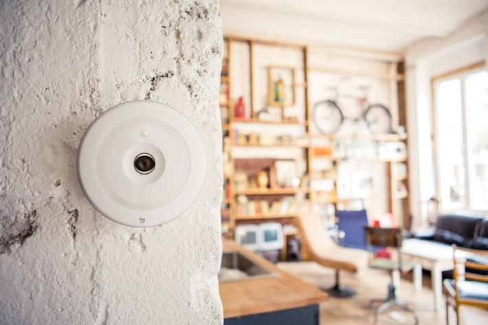 """Die smarte Home Security Kamera FLARE von BuddyGuard. Weiterer Text über ots und www.presseportal.de/nr/128612 / Die Verwendung dieses Bildes ist für redaktionelle Zwecke honorarfrei. Veröffentlichung bitte unter Quellenangabe: """"obs/BuddyGuard"""""""