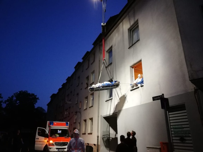 FW-BO: Transport einer schwergewichtigen Patientin in Bochum-Wattenscheid