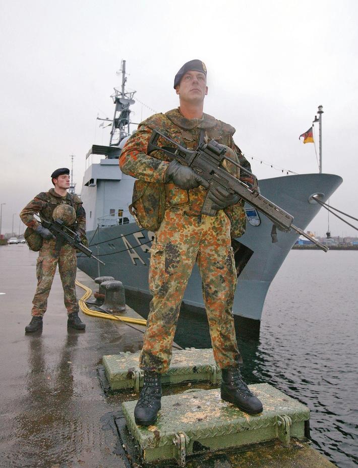 """Archivbild: Die """"Marinesicherer"""" sind vielseitig ausgebildete Soldaten, zu deren Auftrag der Schutz von Einheiten der Marine gehört. Quelle: PIZ Marine"""