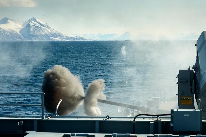Landzielschießen, Naval Gunfire Support mit dem Marinegeschütz der Fregatte