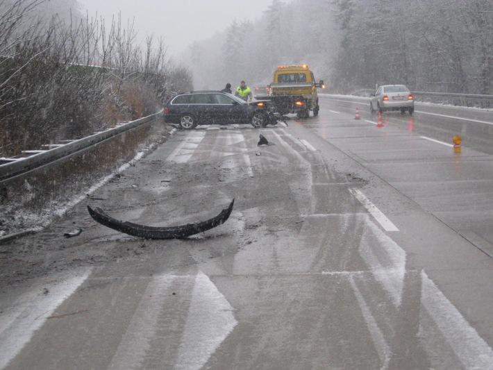 POL-HI: BAB 7, LK Hildesheim --- PKW schleudert in Schutzplanken - nur ein Unfall bei erneutem Wintereinbruch
