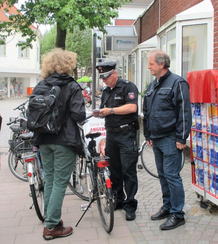 POL-WHV: Gemeinsam auf Streife in Varel - Fahrradkontrollen in der Innenstadt - Sicherheitspartnerschaft mit der Stadt Varel fortgesetzt