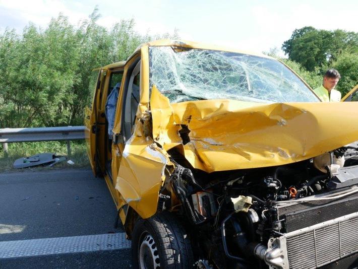 Unfallbeteiligter Transporter