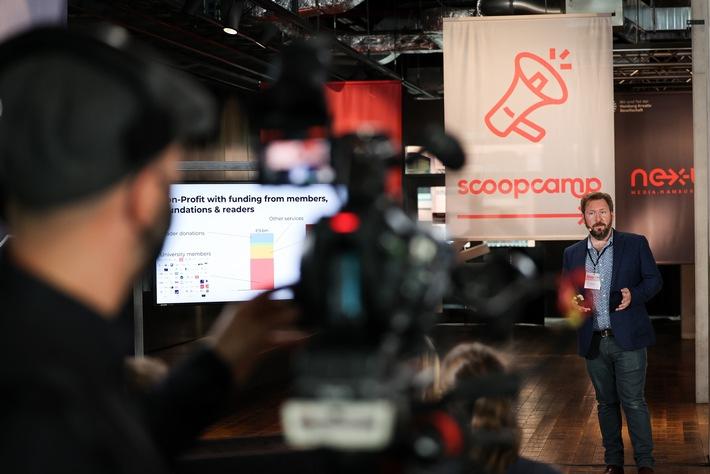 Scoopcamp 2020: Die Innovationskonferenz für Medien von nextMedia.Hamburg und dpa fand in diesem Jahr erstmals als hybrides Format statt. In Keynotes, Panels und Masterclasses diskutierten die Teilnehmerinnen und Teilnehmer über aktuelle Herausforderungen und Innovationen. Hier im Bild: Chris Waiting (The Conversation). Jeff Jarvis skizziert beim scoopcamp 2020 die Zukunft der Medienbranche: