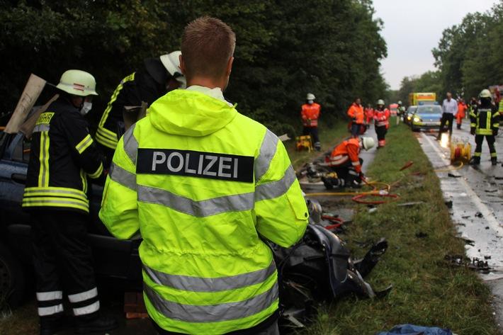 POL-HM: Tödlicher Verkehrsunfall auf der Bundesstraße 442