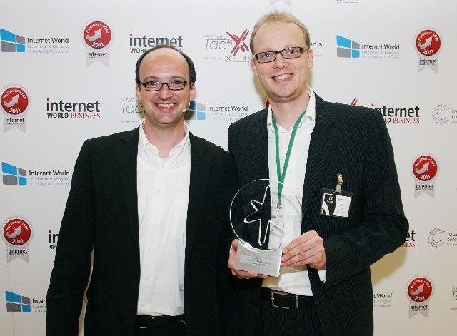 """Brille24 revolutioniert den Brillenmarkt / Onlineoptiker aus Oldenburg gewinnt die """"Internet World Business Idee 2011"""""""