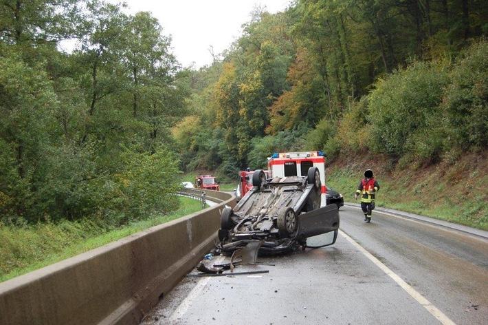 POL-PDKL: Verkehrsunfall, schwerverletzter Fahrer