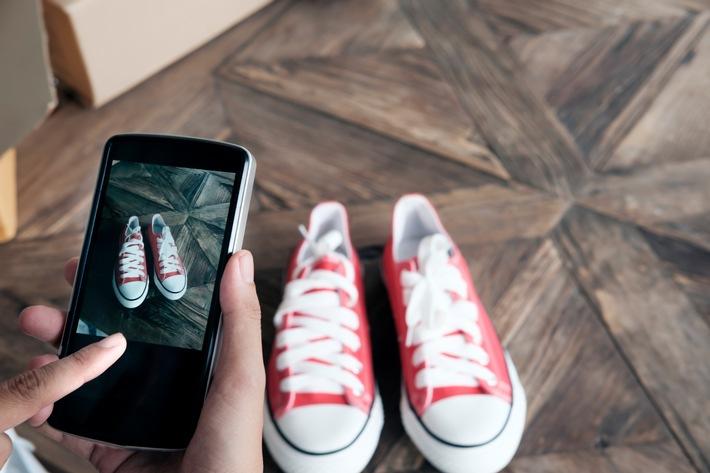 Mit ein paar Klicks sind viele Klamotten schnell über das Internet verkauft ? da freut sich der Geldbeutel. Foto: Schnäppchenfee/IStock/ijeab