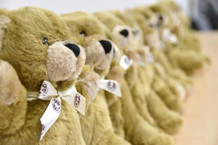 250 Teddys für die Streifenwagen der Polizei