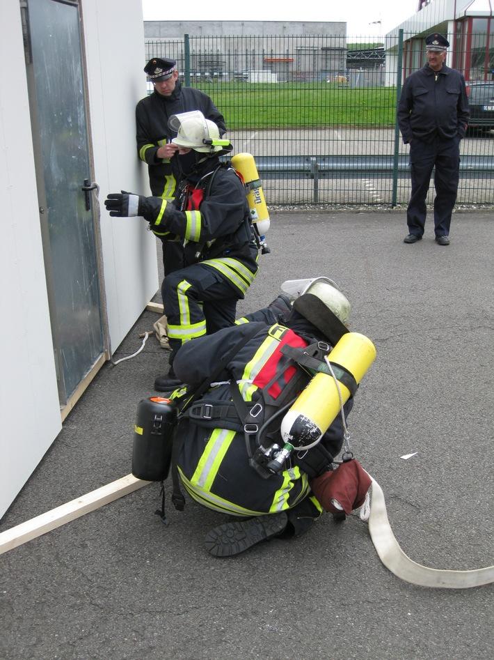 FW-OE: Leistungsnachweis der Feuerwehren des Kreises Olpe in Lennestadt - Elspe