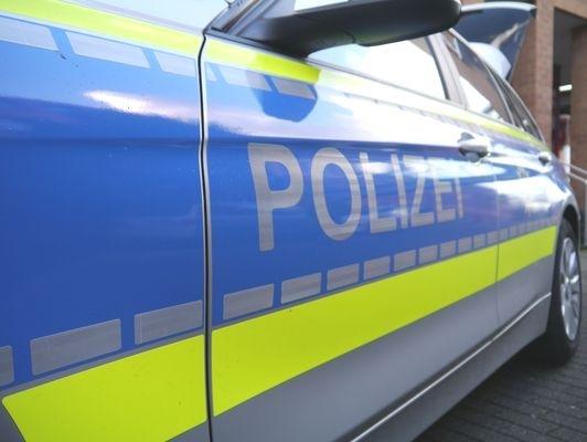 POL-REK: 180416-4: Feuerwehrmann bei Brand im Gewerbegebiet verletzt- Bedburg