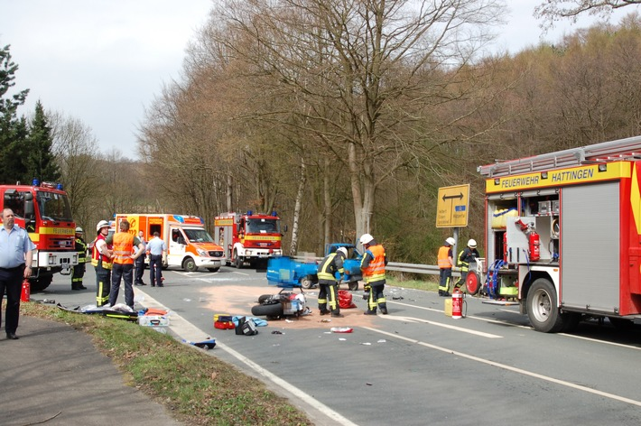 FW-EN: Verkehrsunfall mit zwei Schwerverletzten
