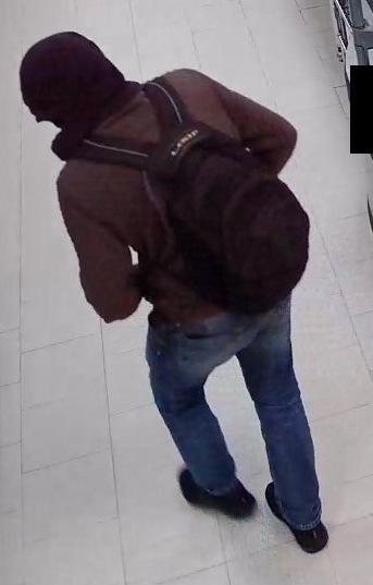 POL-STD: Stader Polizei sucht mit Bildern der Überwachungskamera nach Einkaufsmarkträuber, Tageswohnungseinbrecher in Drochtersen