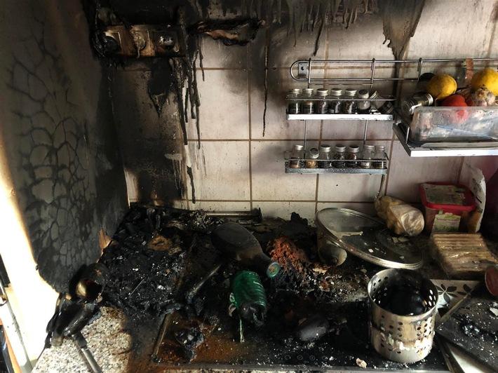 Durch Feuer beschädigte Küchenzeile