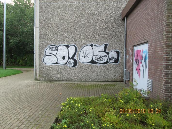 Graffiti-Tag's an Kropper Turnhalle Quellenangabe: Polizeidirektion Flensburg
