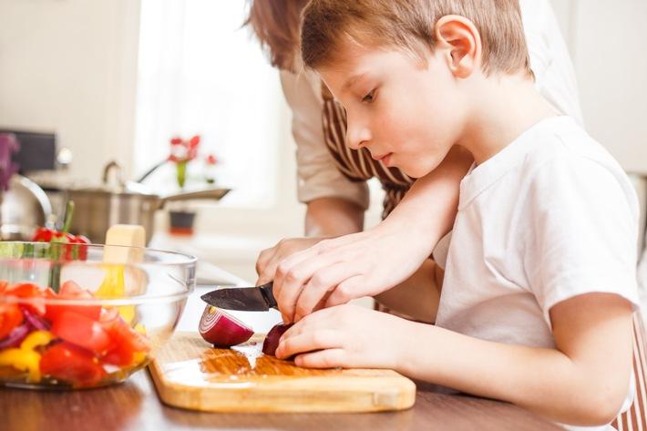 KOCHSCHULE vermittelt Ernährungswissen © getty/ sergio kumer