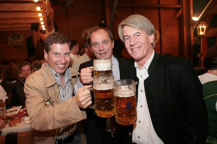 Seriensender Fox startet am 4. Oktober bei Premiere/ Auftaktveranstaltung auf der Wiesn mit Prof. Dr. Wolf-Dieter Ring (BLM), Michael Westhoven (Fox) und Hans Seger (Premiere)