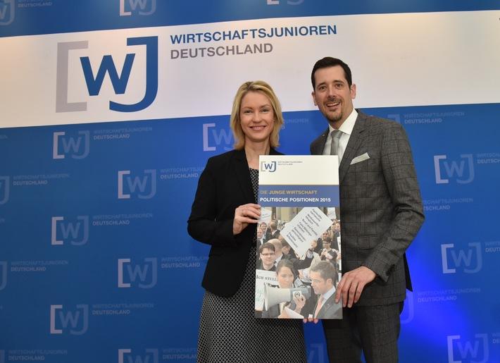 Bundesministerin Manuela Schwesig lobt das Engagement der Jungen Wirtschaft / Die Wirtschaftsjunioren treffen sich zur Delegiertenversammlung in Schwerin