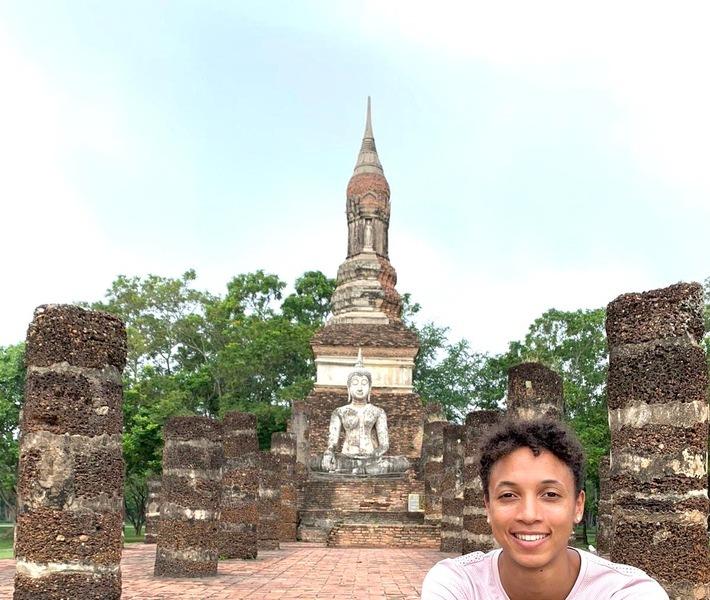 """Malaika Mihambo in Thailand / INTER Versicherung gratuliert Partnerin Malaika Mihambo zum WM-Titel / Mihambo spricht über Meditieren, Rituale und Ziegenmilch. Weiterer Text über ots und www.presseportal.de/nr/25270 / Die Verwendung dieses Bildes ist für redaktionelle Zwecke honorarfrei. Veröffentlichung bitte unter Quellenangabe: """"obs/INTER Versicherungsgruppe"""""""