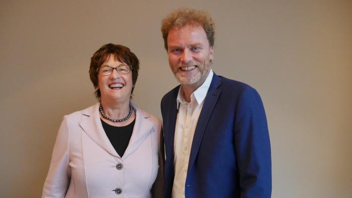 Ex-Wirtschaftsministerin Zypries mit DUB auf Digitalkurs / Brigitte Zypries gibt DUB UNTERNEHMER-Magazin Impulse / Stärkung des redaktionellen Profils in Digital- und Politikfragen (FOTO)