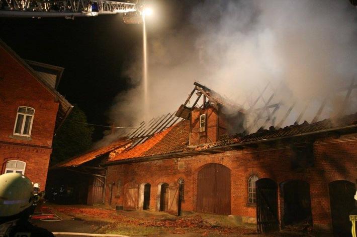 POL-HM: Brand einer Backsteinscheune