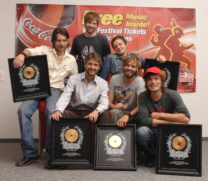 Lovebugs mit Goldener Schallplatte geehrt
