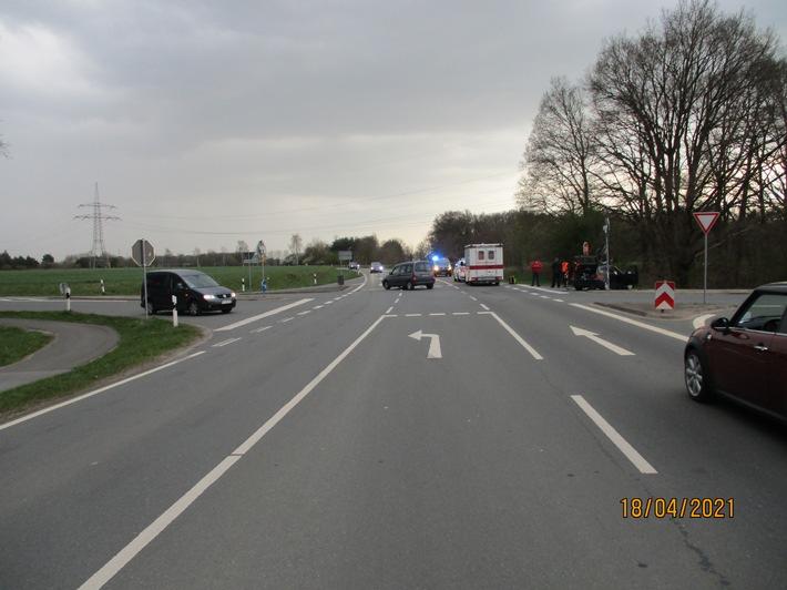 POL-NI: Verkehrsunfall mit hohem Sachschaden und drei verletzten Personen