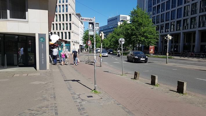 Blick auf Tatort Herdentorsteinweg 49 aus Richtung  Hillmannkomplex