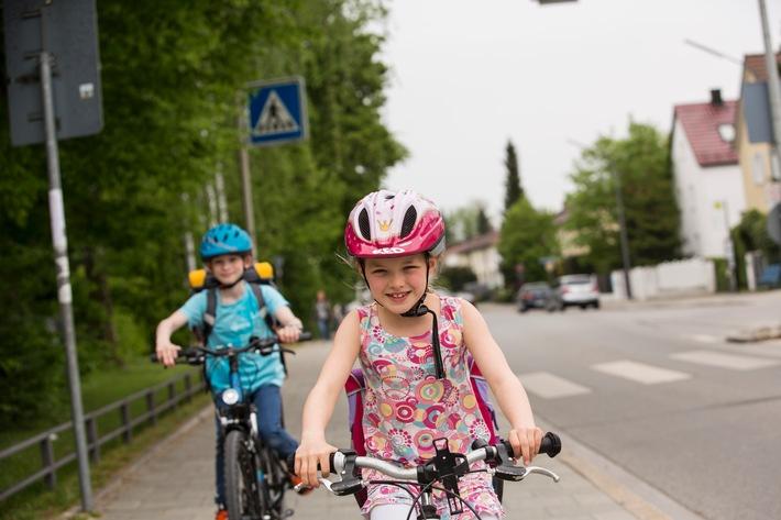 Ohne Helm nicht aufs Fahrrad setzen / ADAC: Kopfschutz kann schwere Verletzungen reduzieren